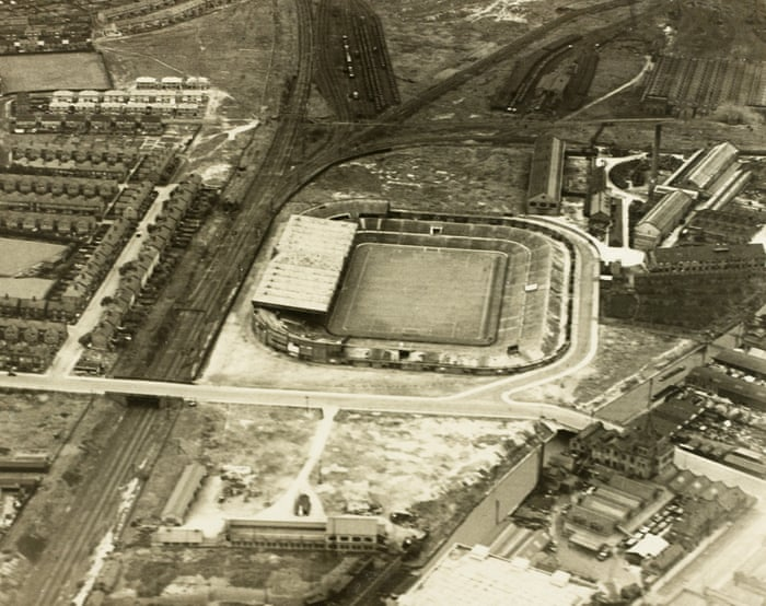 Picture of Old trafford in the early 1900s